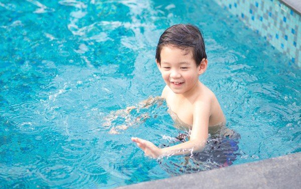 baby and toddlers swimming lessons in singapore