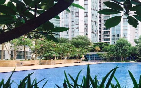 swimming lessons at the esta condo in singapore